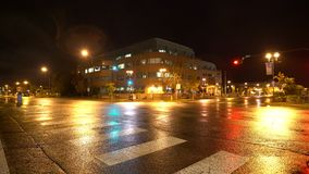 Nightview av genomskärningen av Main Street och den 4th avenyn stock video
