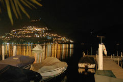 Nightview de Lugano do ofo do lago Foto de Stock