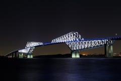 Nightview de pont en porte de Tokyo Photographie stock libre de droits