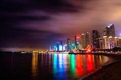 Nightview del horizonte de Qingdao en la noche Imagen de archivo