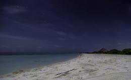 Nightview des Strandes in Malediven Lizenzfreies Stockbild
