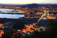 Nightview di Gibilterra e di Linea de la Concepción Immagine Stock