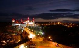 Nightview di vecchia fortezza in Kamyanets-Podilsk Fotografie Stock