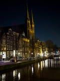 Nightview en Amsterdam con reflexiones Foto de archivo libre de regalías