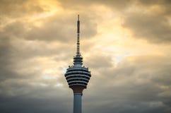 Nightview na torre da tevê do menara em Kuala Lumpur imagem de stock royalty free