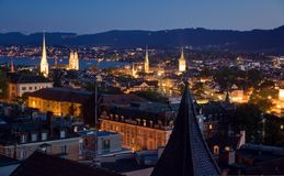 Nightview sobre Zurique imagens de stock