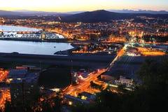 Nightview von Gibraltar und von Linea de la Concepción Stockbild