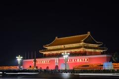 Nightviewen av berömd Pekinggränsmärke` porten av himla- fred`, aka Tiananmen royaltyfri foto