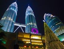 Nighview de la torre gemela de Petronas Fotos de archivo libres de regalías