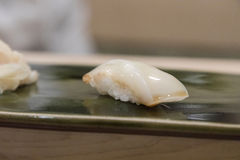 Nigiri寿司用乌贼 免版税库存照片