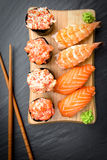 Nigiri και παραδοσιακά ιαπωνικά τρόφιμα σουσιών Gunkan Στοκ Εικόνες