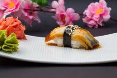 Nigiri de sushi d'anguille Photo libre de droits