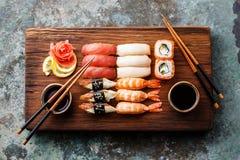 Nigiri de sushi et petits pains de sushi réglés Images stock