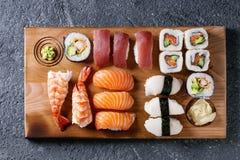 Nigiri e rolos ajustados do sushi Imagem de Stock Royalty Free
