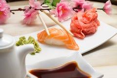Nigiri saumoné Photo stock