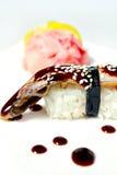 Nigiri Sushi mit Aal, unagi Soße und indischem Sesam Lizenzfreies Stockfoto