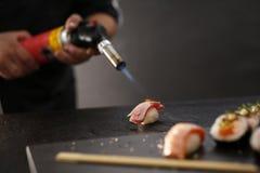 Nigiri-Sushi mit Lachsen Lizenzfreie Stockfotografie