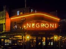 Nigth场面典雅的餐馆门面,蒙得维的亚,乌拉圭 图库摄影