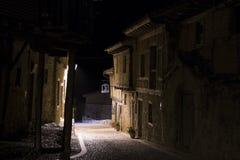 Nigth de Calatanazor de rue, Soria, Espagne Photos libres de droits
