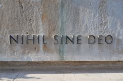 Nihil Sine Deo-Latin for `Nothing without God` Inscription on a marble monument to honor the unknown soldiers fallen in World War Stock Images