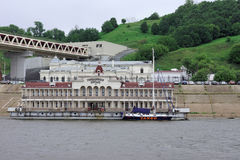 Nijni-Novgorod, Russie - 11 juin 2014 Pilier de Romodanovsky sur la rivière Oka Images stock