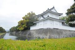 Nijo城堡和清楚的垄沟墙壁  库存照片