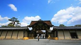 Nijo城堡Ninomaru宫殿的大门在京都 免版税库存图片