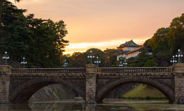 Nijuu-bashi,在东京皇家宫殿的双桥梁 免版税库存照片