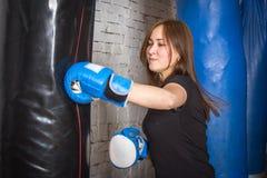 Nikłej dziewczyny bokserska bonkreta Zdjęcia Royalty Free