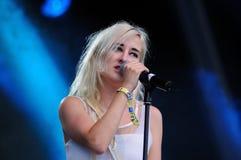 Nika Roza Danilova blond frontwoman av Zola Jesus Royaltyfria Bilder