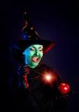 Nikczemna czarownica robi magii z jej różdżką Zdjęcie Stock