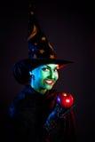 Nikczemna czarownica z jabłkiem Obraz Royalty Free