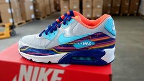 Nike die tennisschoenen in werking stellen Stock Foto
