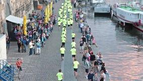 Nike funcionamos con el maratón 3 de Praga del prg almacen de video