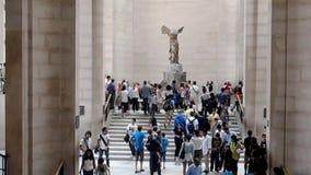 Nike Samothrace starożytny grek Rzeźbi, louvre muzeum, Paryż, Francja zbiory wideo