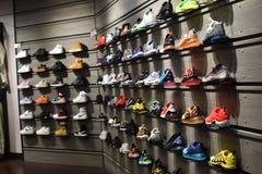 Nike Sneakerhead sen ściany moda 2019 zdjęcia royalty free