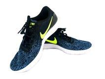 Nike Sneakers à vendre à un magasin de chaussures Photographie stock libre de droits