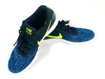 Nike Sneakers en un contexto blanco foto de archivo libre de regalías