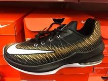 Nike Sneakers para la venta en una zapatería Fotos de archivo libres de regalías