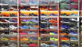 Nike trägt Schuhe zur Schau Lizenzfreies Stockbild