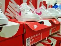 Nike trägt Schuhe zur Schau Stockfotos