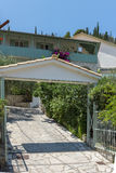 贴水NIKITAS,莱夫卡斯州,希腊2014年7月16日:传统房子在贴水Nikitas,莱夫卡斯州,希腊村庄  图库摄影