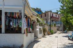 贴水NIKITAS,莱夫卡斯州,希腊2014年7月16日:传统房子在贴水Nikitas,莱夫卡斯州,希腊村庄  免版税库存照片
