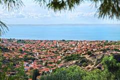 Nikiti miasteczko, Halkidiki, Grecja, panorama obrazek obraz stock