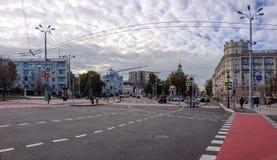 Nikitsky Vorota fyrkant med sikt till större kyrka av uppstigningen Royaltyfri Foto