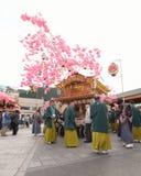 NIKKO, ЯПОНИЯ - 16-ОЕ АПРЕЛЯ: Люди Nikko празднуют festiva Yayoi Стоковое Изображение