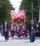 NIKKO, ЯПОНИЯ - 16-ОЕ АПРЕЛЯ: Люди Nikko празднуют festiva Yayoi Стоковые Изображения