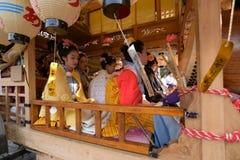 NIKKO JAPAN - APRIL 16: Folket av Nikko firar den Yayoi festivaen Royaltyfria Bilder