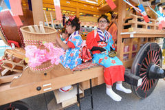 NIKKO JAPAN - APRIL 16: Folket av Nikko firar den Yayoi festivaen Arkivbilder