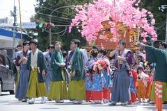 NIKKO JAPAN - APRIL 16: Folket av Nikko firar den Yayoi festivaen Royaltyfria Foton